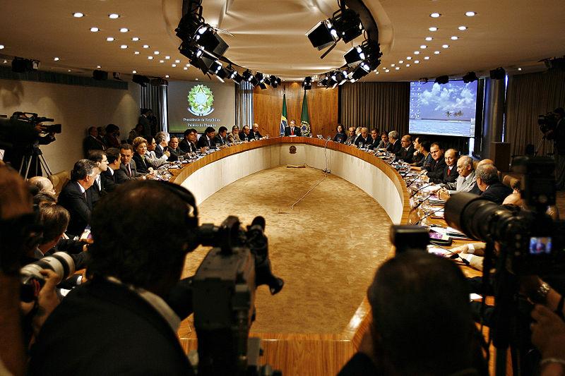 El presidente Lula en una reunión con los ministros en el palacio presidencial en Brasilia.