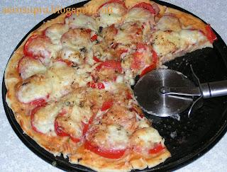 Пицца с моцареллой в аэрогриле
