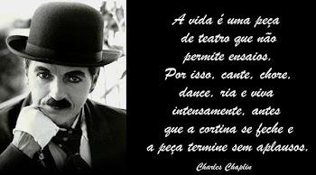 """"""" Não sois máquinas! Homens é que sois!"""" (Charles Chaplin)"""
