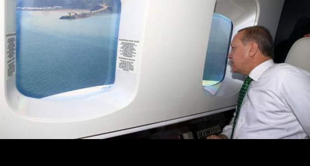 Προκλητική δήλωση Ερντογάν πριν μπει στο αεροπλάνο για την Ελλάδα: «Πάμε να δούμε τους Τούρκους αδελφούς μας στη Θράκη»