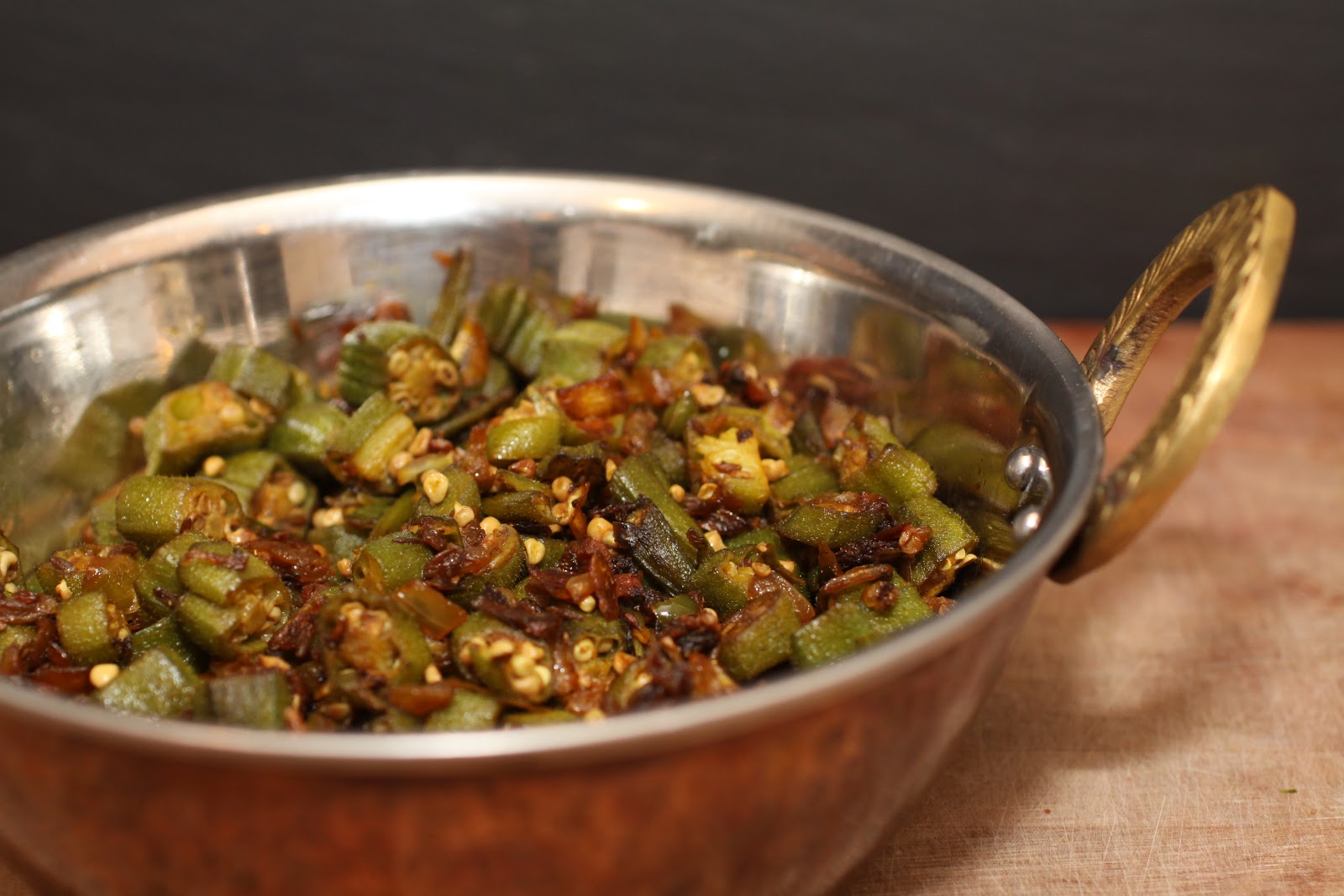 Bhindi sabzi (Bhinda nu shaak or Indian spiced okra) :: Plate and Pour