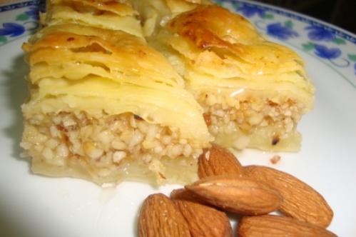 Baklawa aux amandes cuisine algerienne - Recette de cuisine algerienne moderne ...