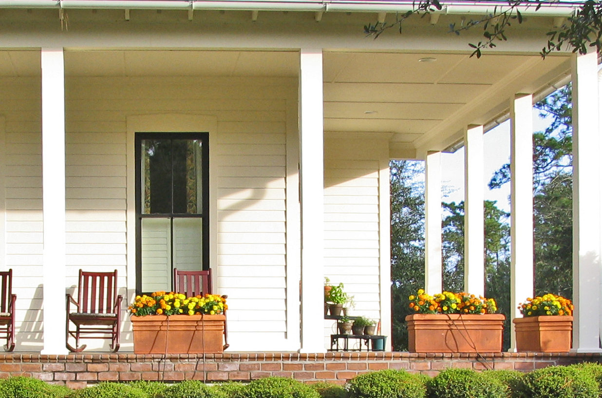 10 tips for decorating your winter porch a bowl full of for Front porch pillars design