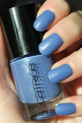 http://lacquediction.blogspot.de/2013/03/catrice-ultimate-nail-lacquer-15-denim.html