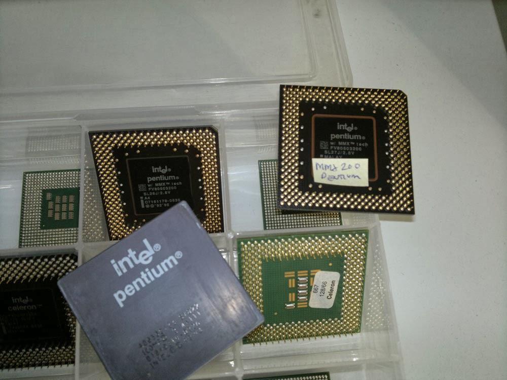 Närbild på Intel Pentium CPU och MMX 200 Pentium.