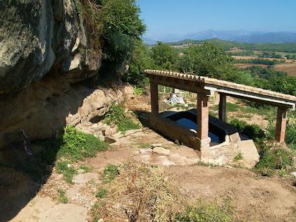 El conjunt de la font i safareig de La Fàbrega