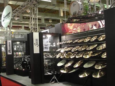 A seção de pratos Soultone foi uma das mais visitadas do stand da Sonotec. Cobertura Expomusic 2011 - Central do Rock