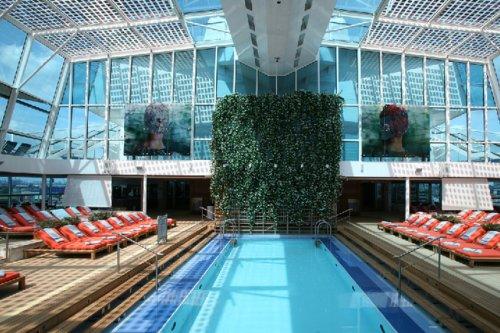 Bivestour viajes visita del crucero celebrity reflection for Techo piscina cubierta