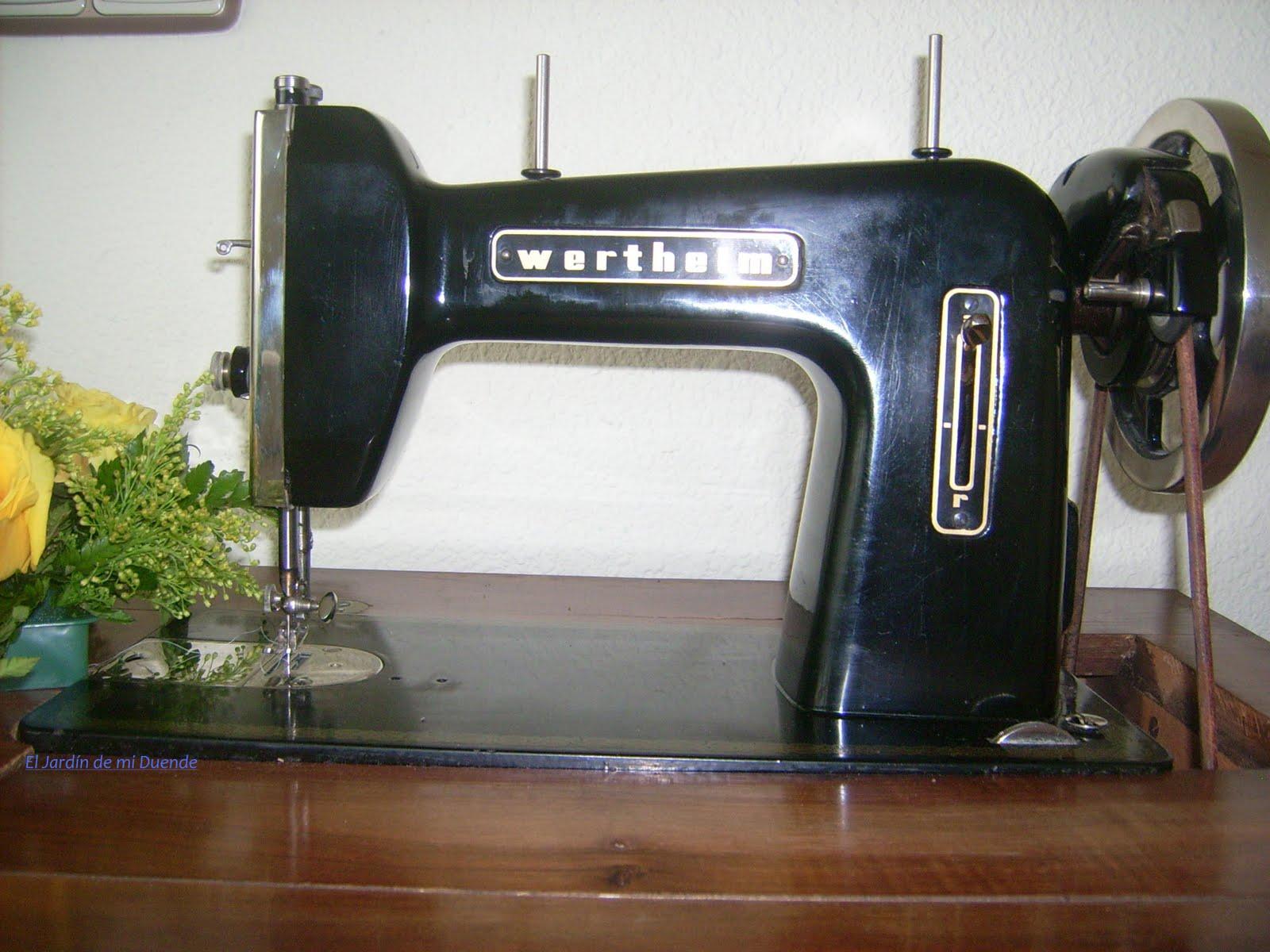 El Jardin de mi Duende: Maquina de coser antigua