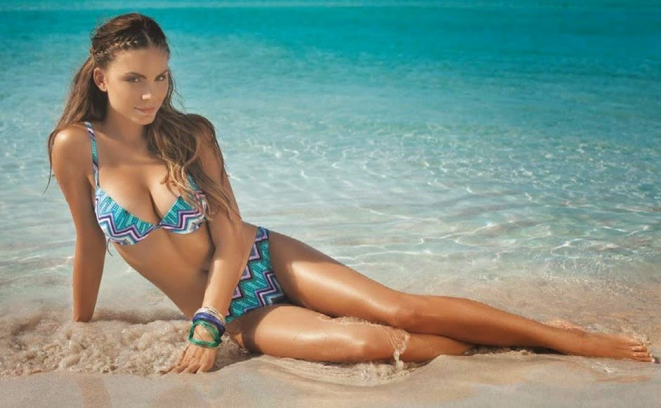 Nina Senicar Hot And Sexy Photo