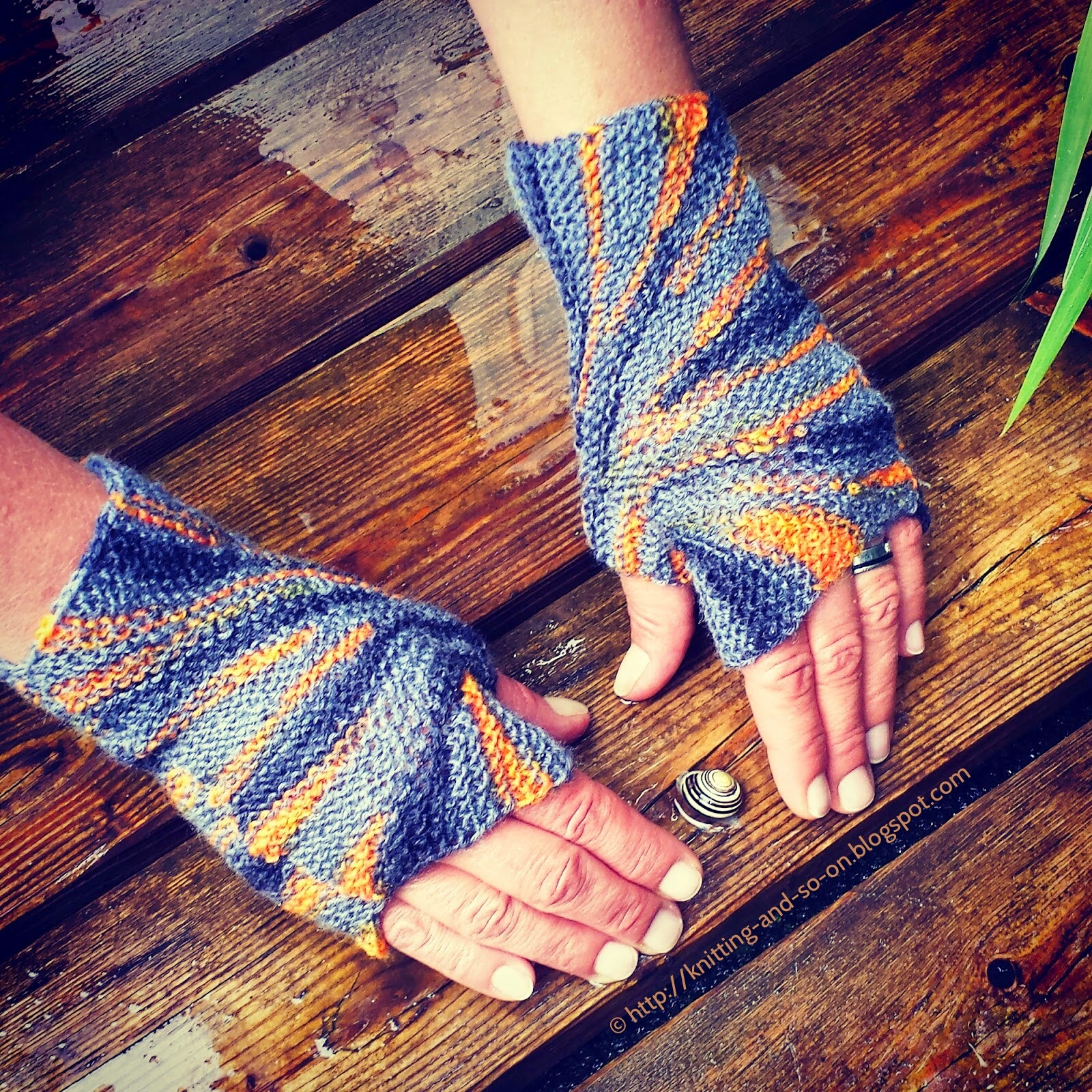 Knitting and so on: Starburst Mitts