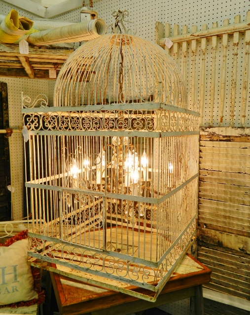 birdcage chandeliere via homeologymodernvintage.com