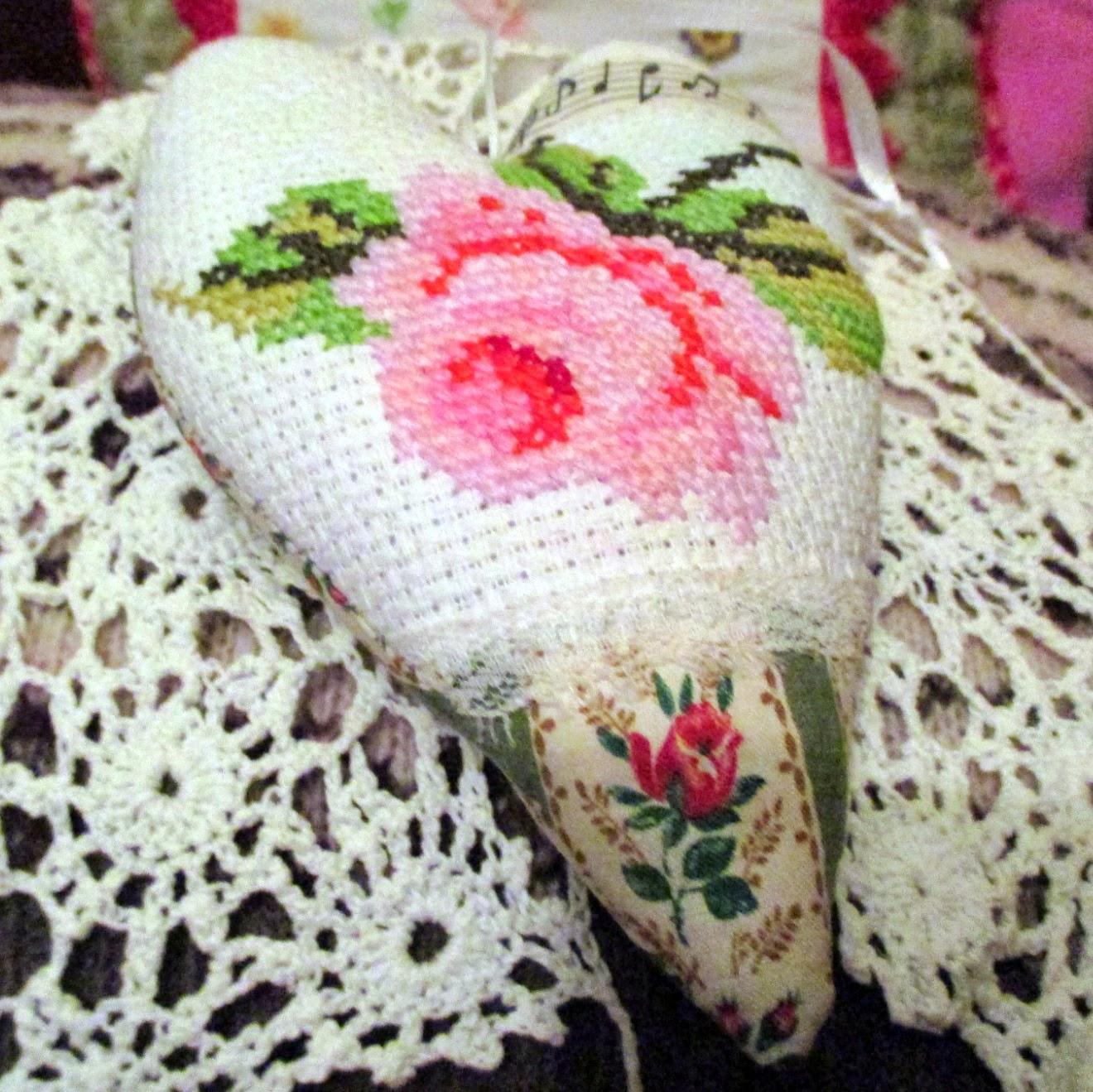 вышивка с розой