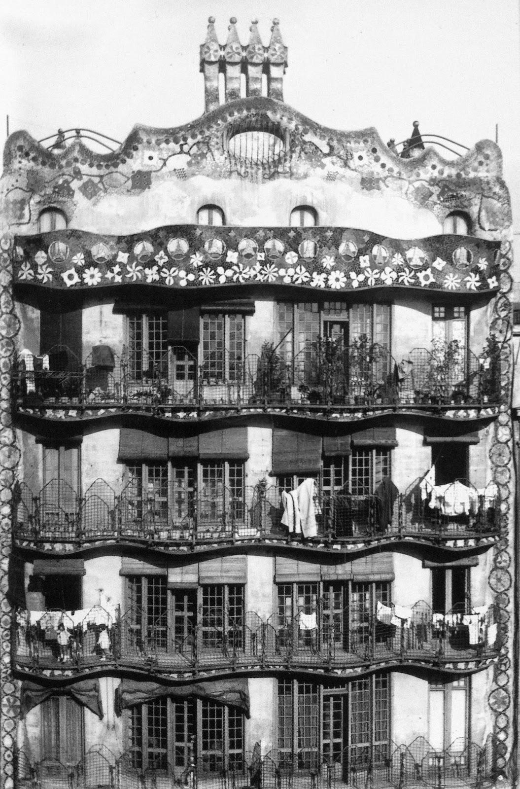 Gaudi,+casa+batll%c3%b3,+fachada+posterior,+imagen+de,+fragmentos+de+gaudi,+fondo+canosa.