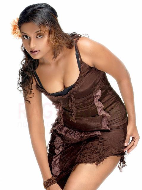 http://1.bp.blogspot.com/-a7sv9F_U5cU/TfnKJHnlM4I/AAAAAAAAEKI/tYnWVYc5HkA/s640/hot_actress_akshaya_photos_64.jpg