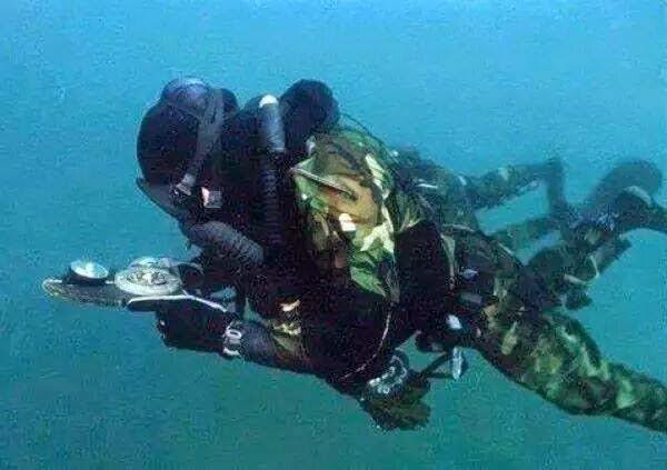 كتائب القسام تعرض مشاهد لأول مرة لتدريبات وحدة الكوماندوز البحري القسامية