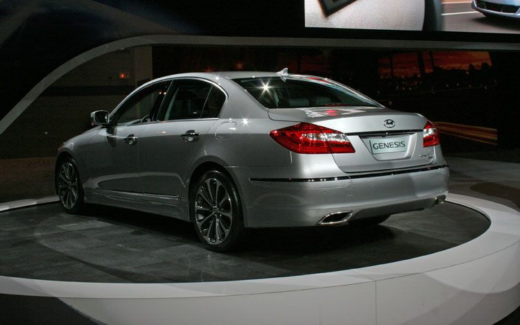 Car Models Com 2012 Hyundai Genesis Sedan