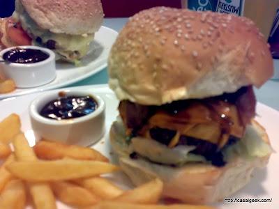 Está Chovendo Hambúrguer - Tommy's Diner & Burger