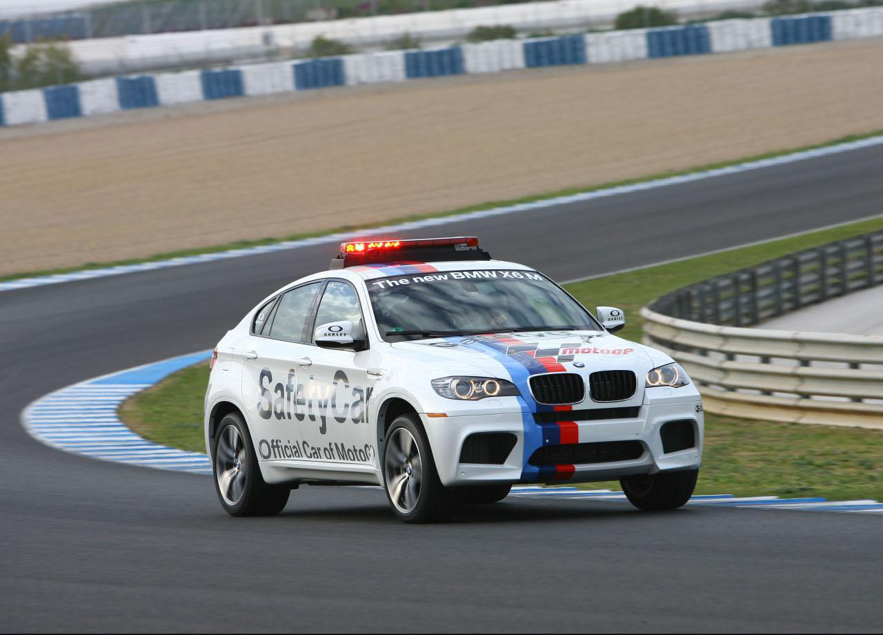 http://1.bp.blogspot.com/-a8Wba9Kg4os/UJy2_dCPlmI/AAAAAAAAFT8/mbKochBt0Us/s1600/bmw_x6m_safety_car.jpg