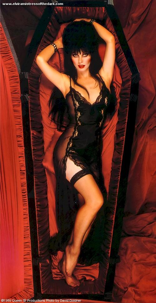 http://1.bp.blogspot.com/-a99pD6DqzQI/UE0I1fiw3LI/AAAAAAAACMo/lRTYkiNg1-8/s1600/Elvira.jpg