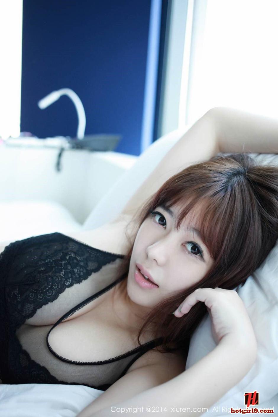 Thời trang khoe hàng mới của girl xinh ngực khủng