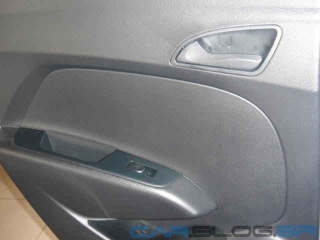 Hyundai HB 20 Preto Onix - Comfort Plus - painel de porta
