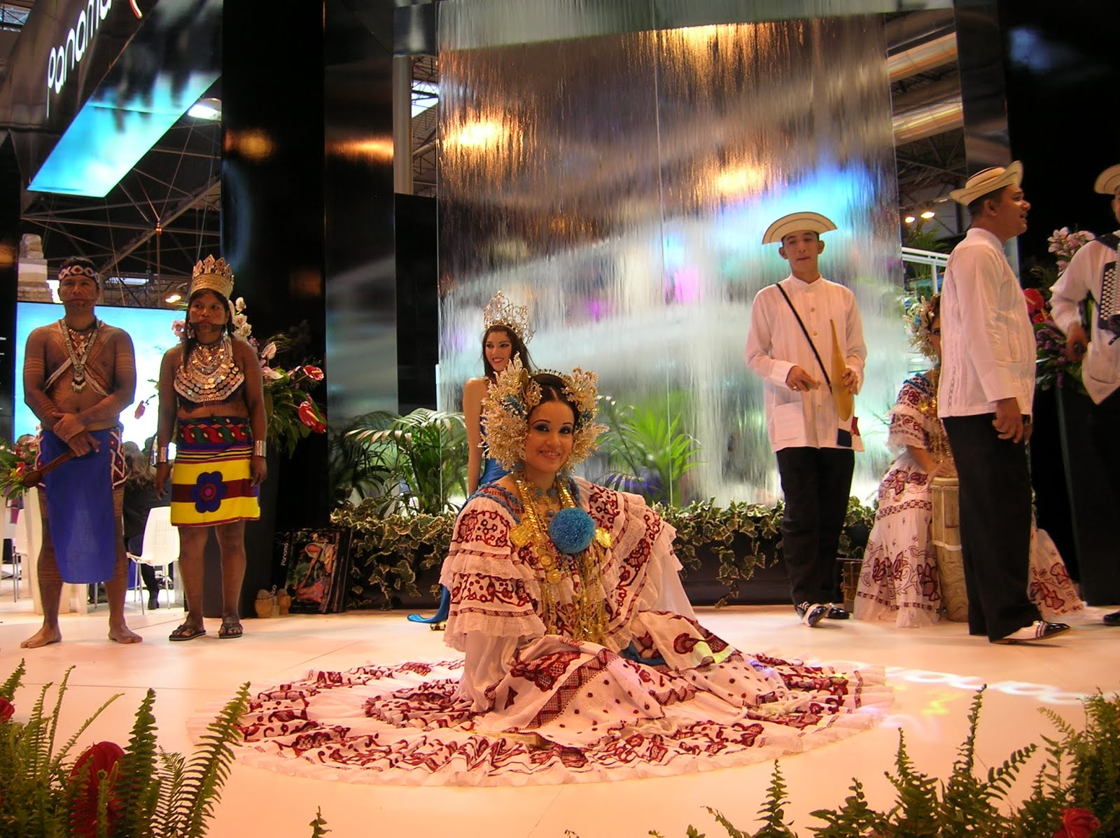 Fitur,folclore de Panamá,baile Panamá, Panamá, vuelta al mundo, round the world, La vuelta al mundo de Asun y Ricardo