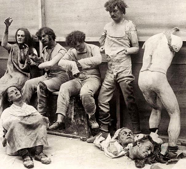 Расплавленные и поврежденные манекены после пожара в музее восковых фигур госпожи Тюссо в Лондоне, 1930 г.
