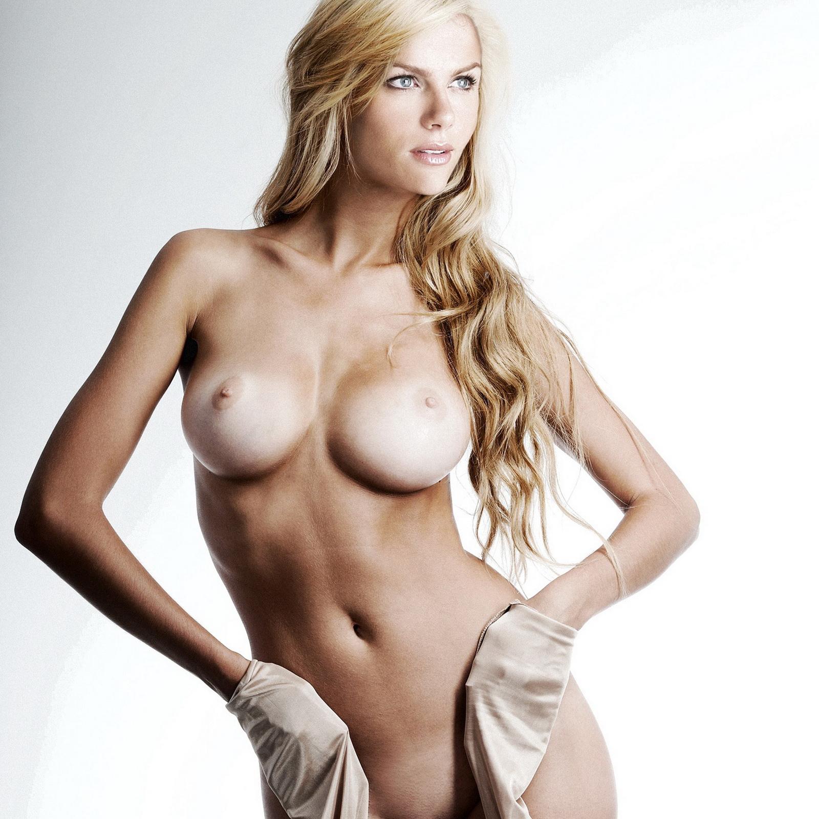 http://1.bp.blogspot.com/-a9Xco2PDn34/T3F85QuQqLI/AAAAAAAAABs/NkmPtJk701o/s1600/Brooklyn+Decker+nude+SI+photoshoot+UHQ.jpg