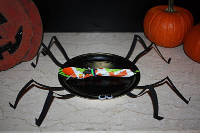 Halloween Spider Plates - www.thelifeofawannabesupermom.blogspot.com