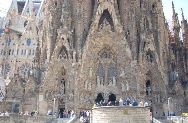 """<img src=""""barcelona.jpg"""" alt=""""Barcelona"""" />"""