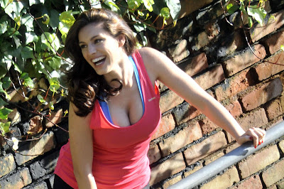 Kelly Brook Photoshoot Candids