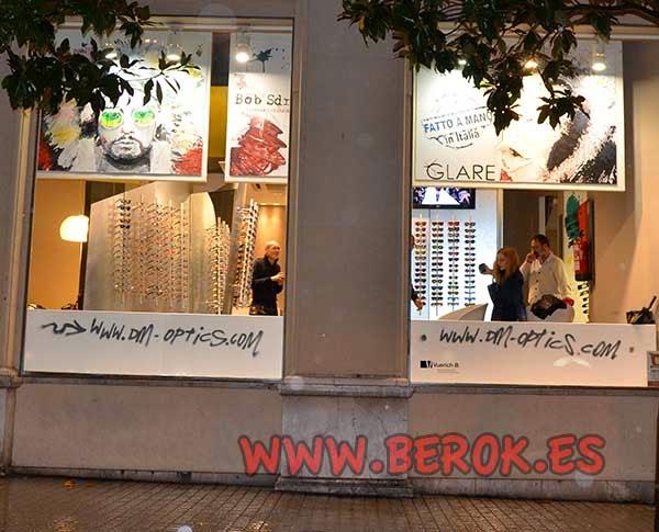 Pintura mural exterior óptica Gran de Gracia de Barcelona