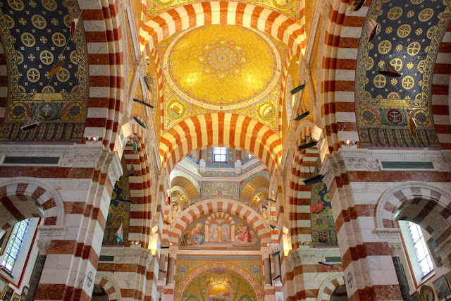 L'interno della splendida Notre-Dame - foto di Elisa Chisana Hoshi
