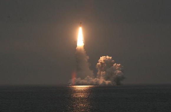 Peluncuran rudal Bulava