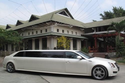 Limousine màu trắng - Cho thuê xe Limousine màu trắng