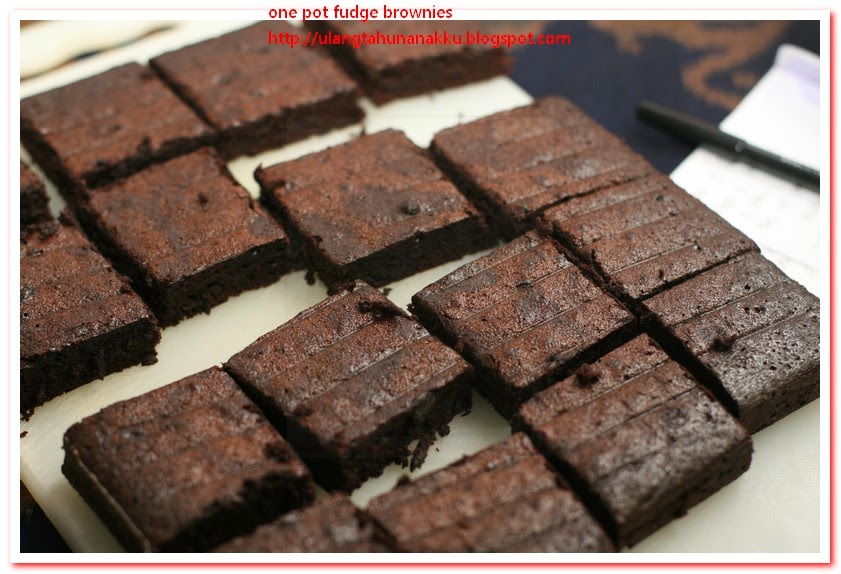 fudgy one pot brownies http www rachaelraymag com recipe fudgy one pot ...