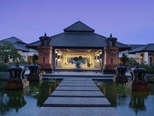 Le Meridien Khao Lak, resort facade