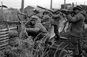 IMAGENES: Guerra de las Malvinas malvinas soldados apuntando