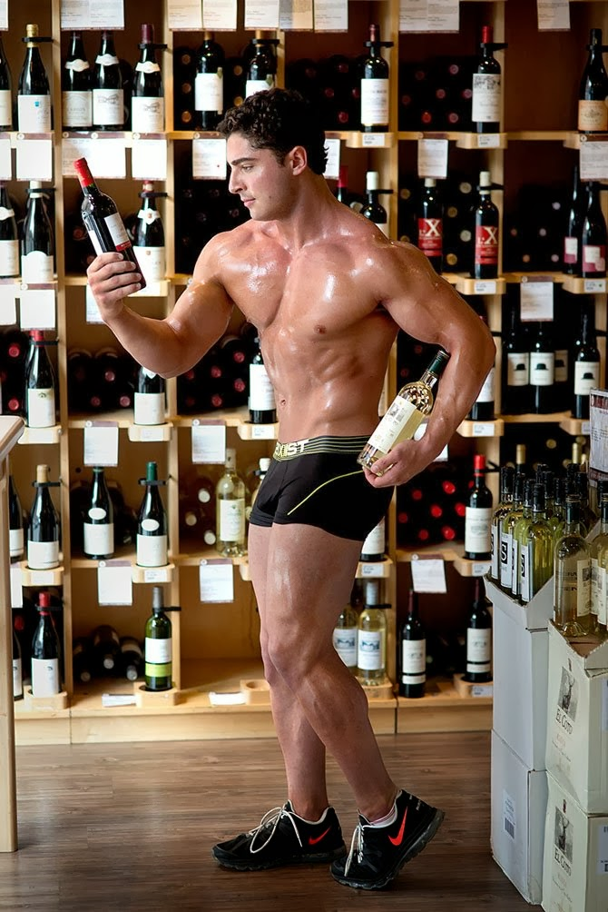 Choosing a Bodybuilder: Red or White?