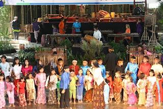 Wisata di Saung Angklung Udjo