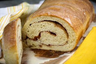 cinnamon-roll-bread