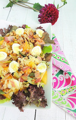 Салат с фасолью, перепелиными яйцами и ореховой заправкой