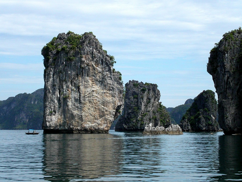 Hit Halong Bay Wallpapers |Clickandseeworld is all about ...