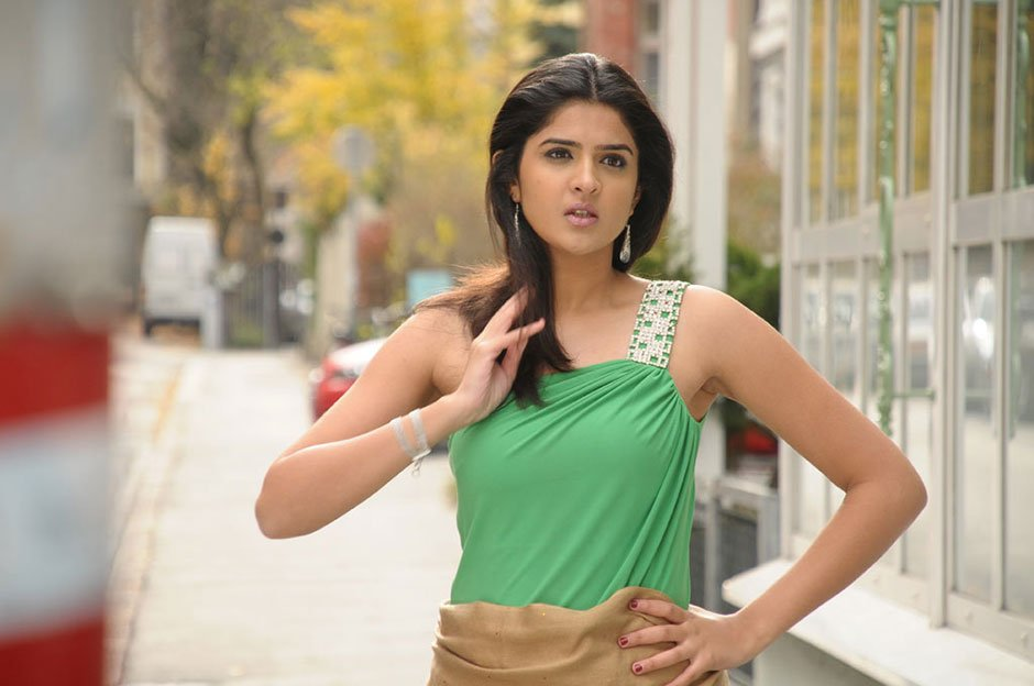 Actress Deeksha seth Hot Pics Murattu Singham - Actress shOts