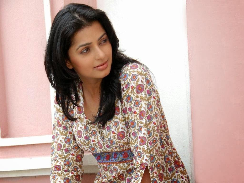 Bhumika Chawla HD Wallpaper