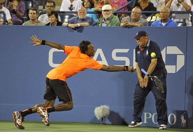smešna slika: teniser udario linijskog sudiju