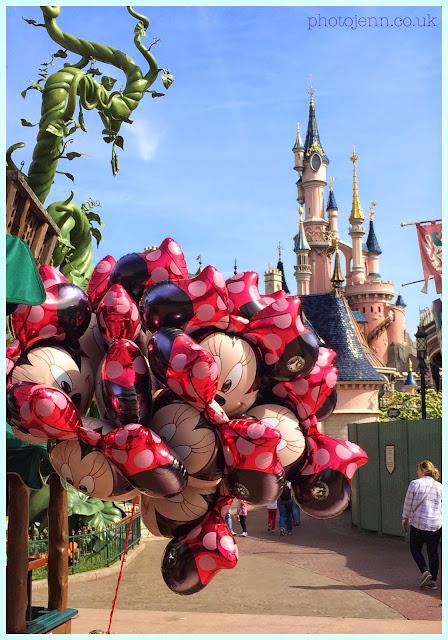 disneyland-paris-castle-balloons