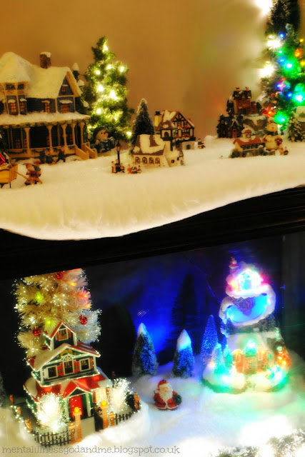The old fish tank... which stands in the dinning room for most of the year looking like a heap of, well, old fish tank, and is magically (with the help of 4 rolls of cotton wool and a ton of fake snowflakes) transformed into Littlie's winter-wonderland each Christmas.