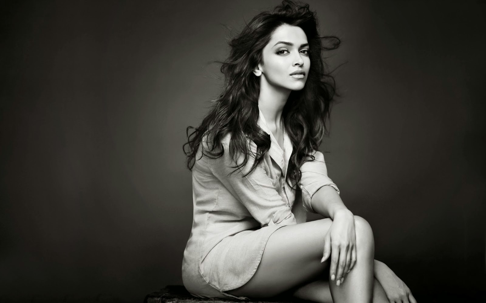 hot deepika padukone photoshot wallpaper.jpg